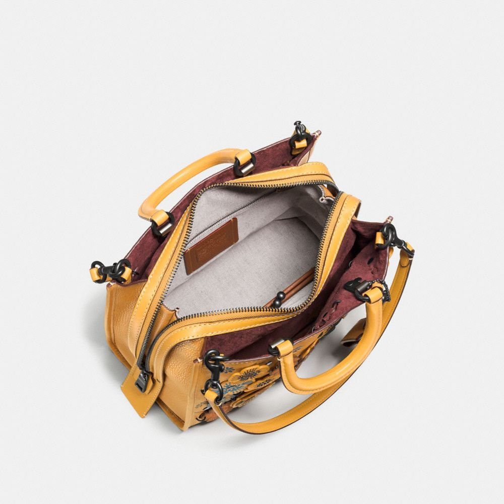 Rogue in Glovetanned Pebble Leather With Linked Tea Rose - Visualizzazione alternativa A2