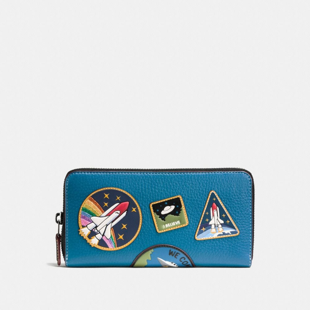 Accordion Zip Wallet in Pebble Leather With Space Patches