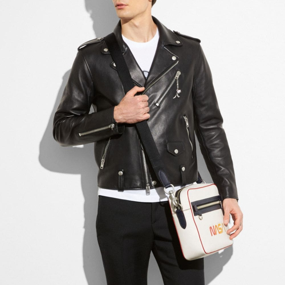 DYLAN BAG IN GLOVETANNED PEBBLE LEATHER WITH EMBOSSED SPACE - Visualizzazione alternativa