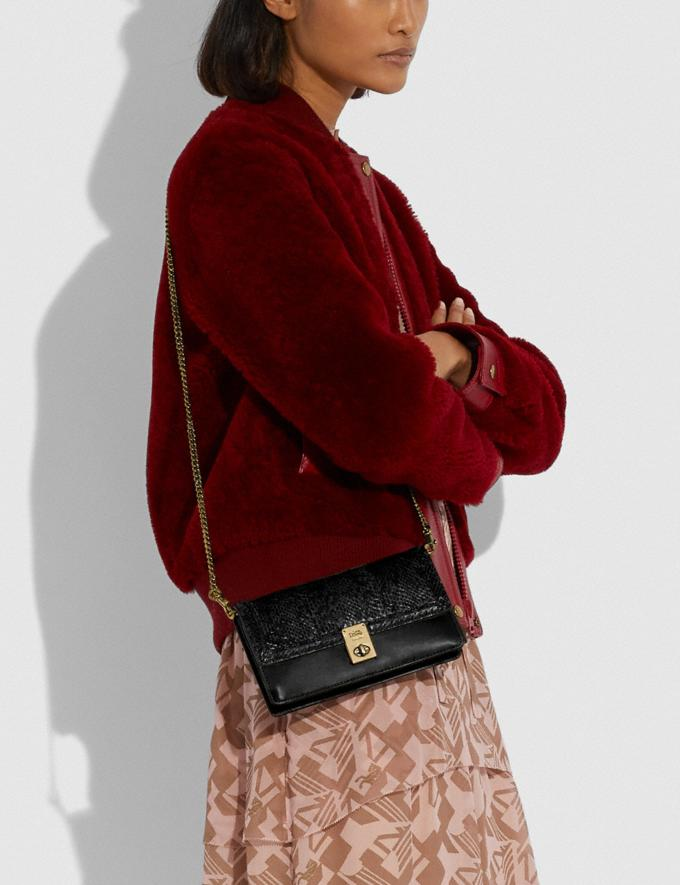 Coach Hutton Clutch in Snakeskin Brass/Black Mujer Bolsos Bolsos de mano Vistas alternativas 2