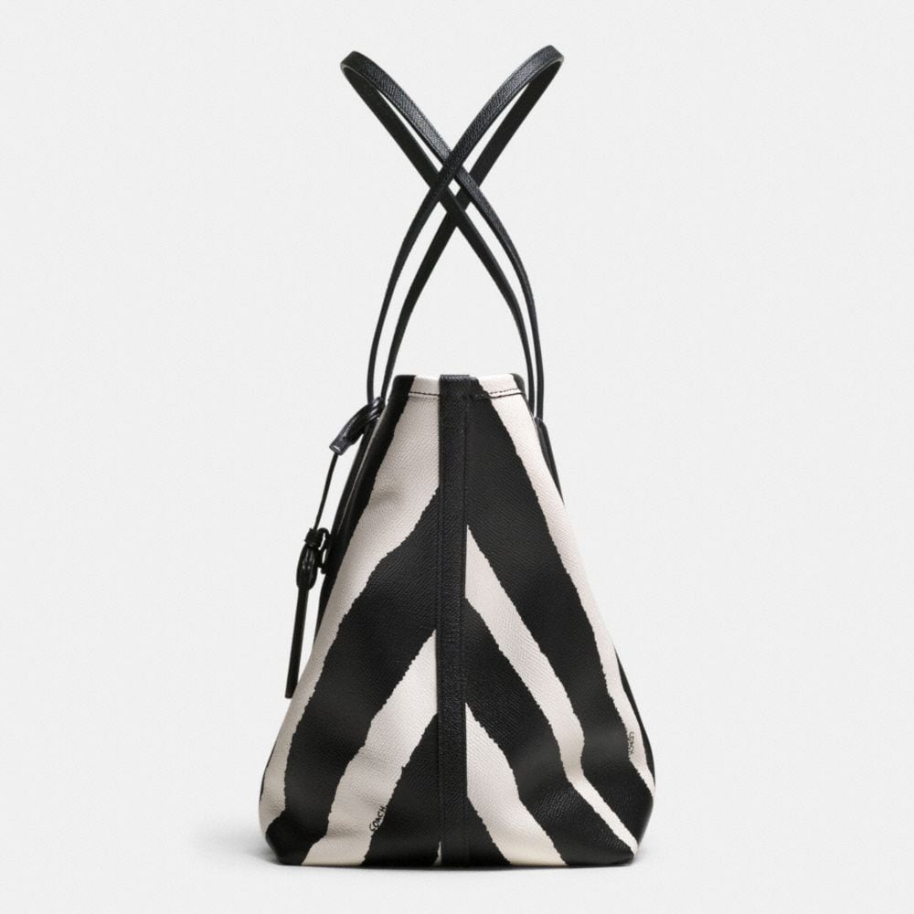 COACH TAXI ZIP TOP TOTE IN ZEBRA PRINT LEATHER - Autres affichages A1