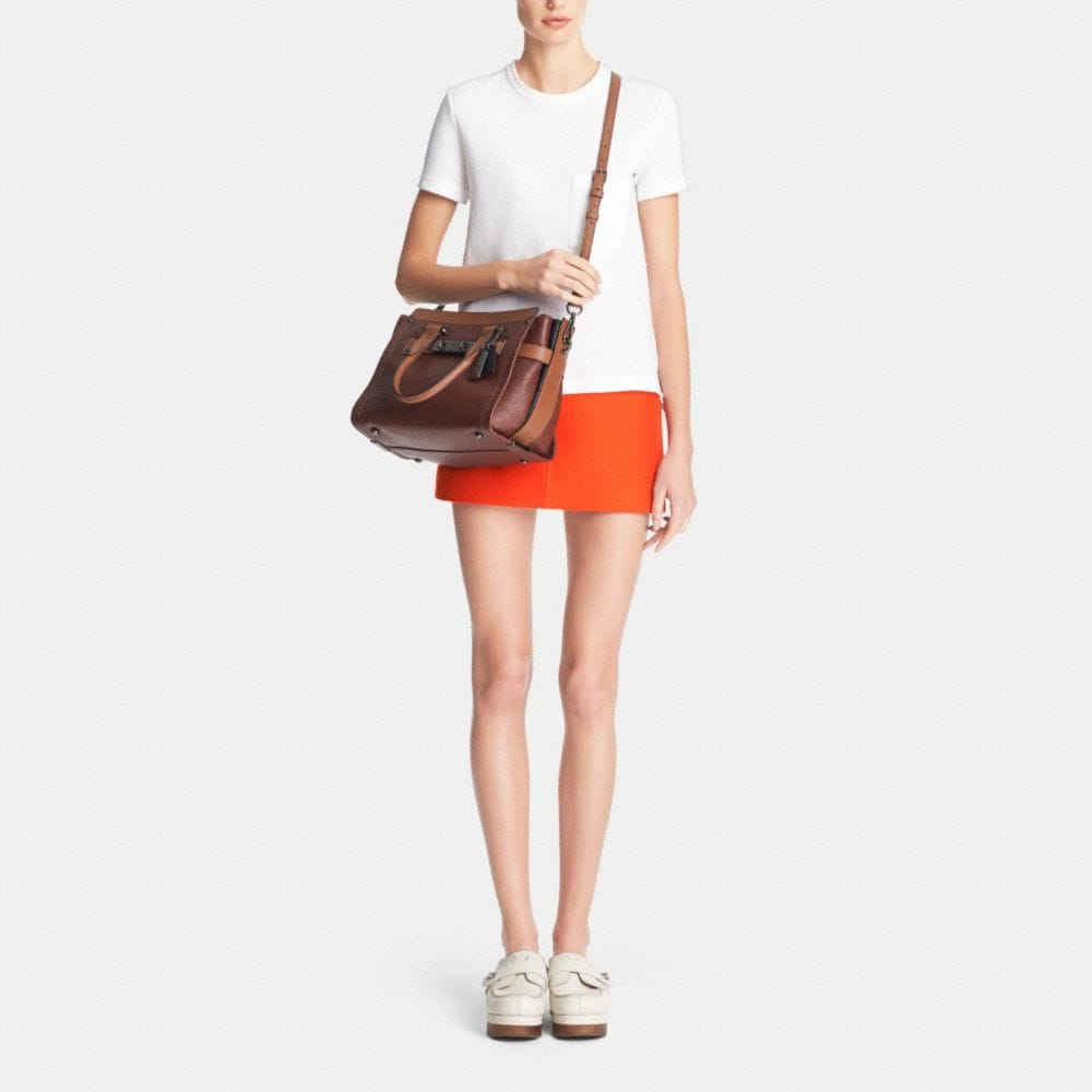COACH SWAGGER IN COLORBLOCK LEATHER - Autres affichages M1