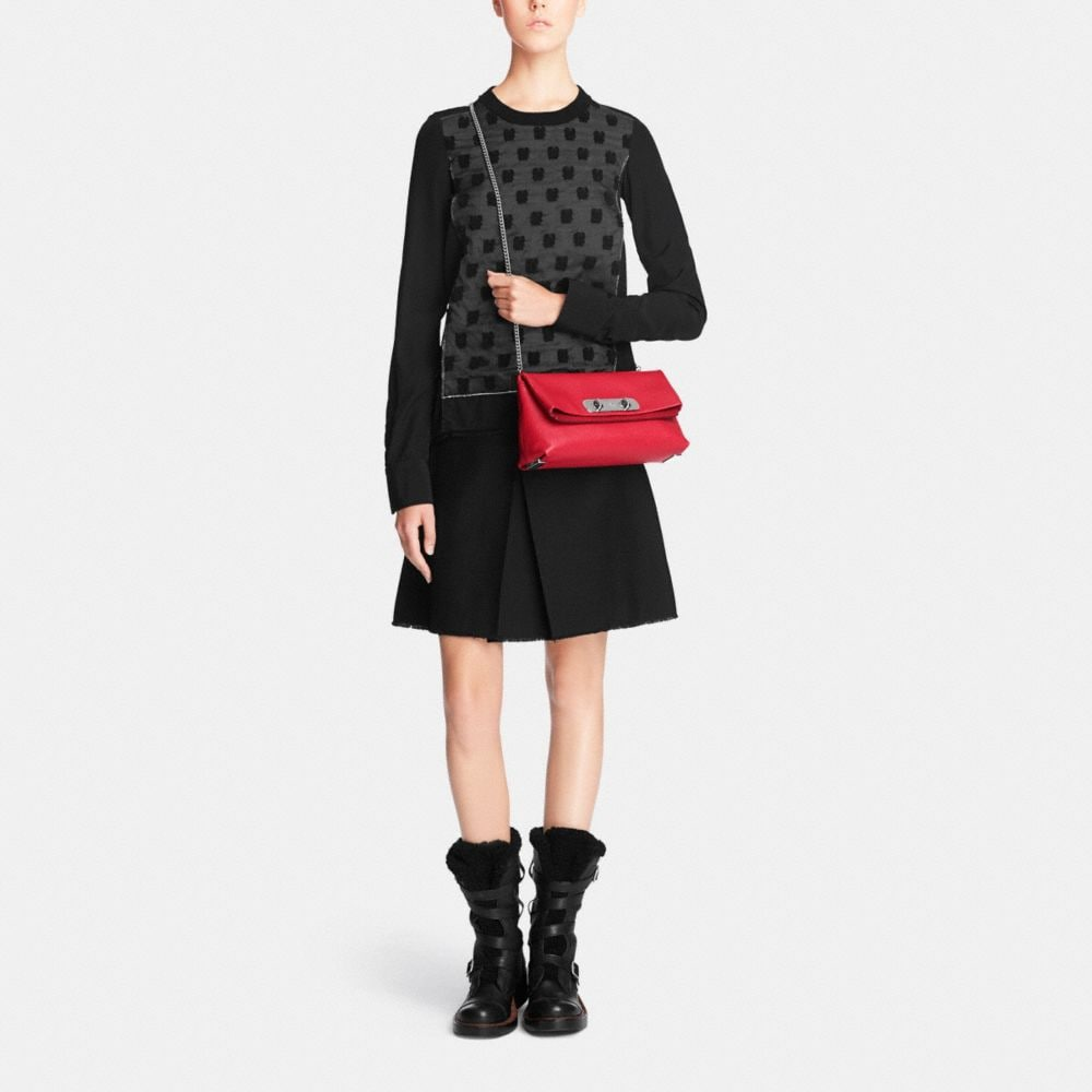 Coach Swagger Clutch in Pebble Leather - Autres affichages M