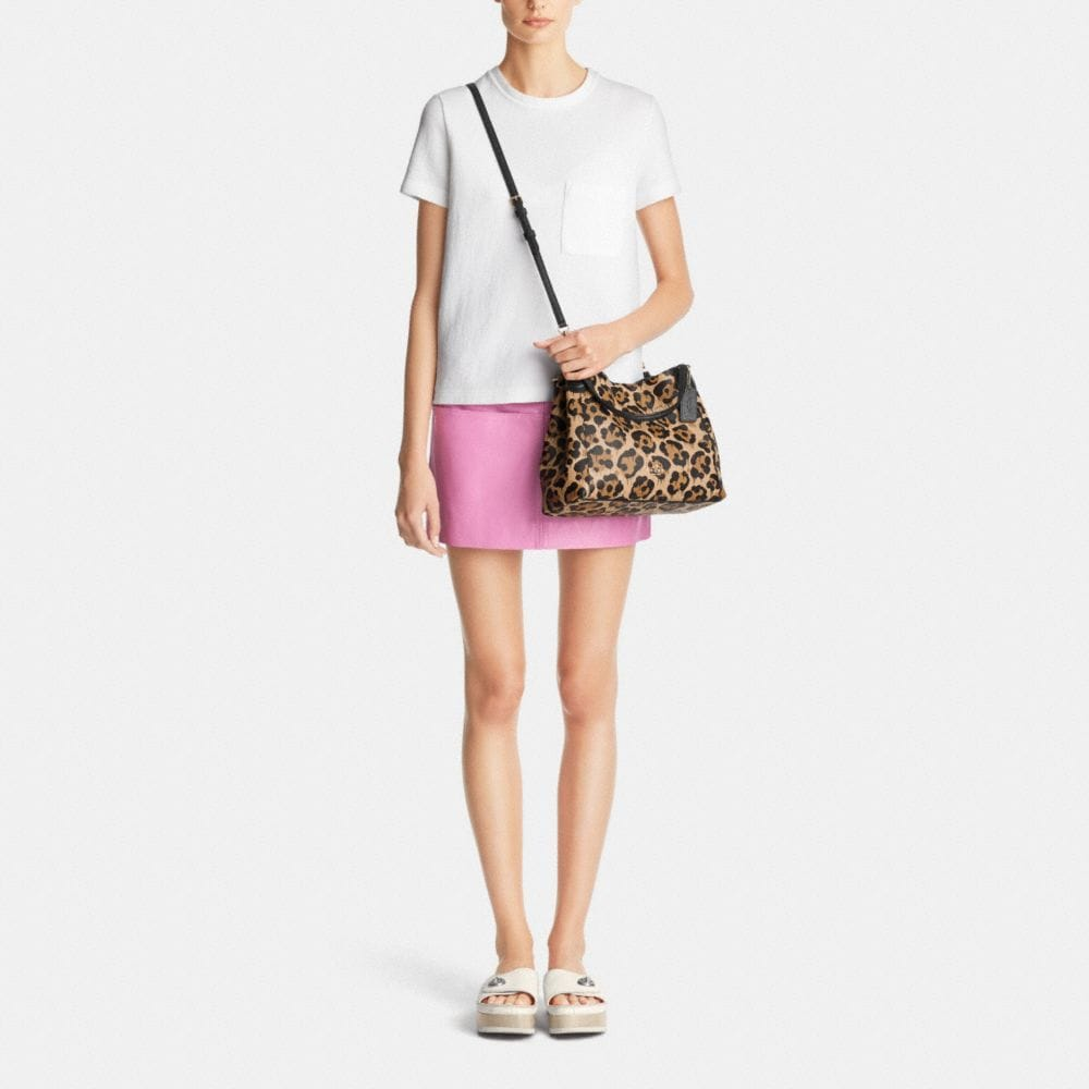 Edie Shoulder Bag 28 in Wild Beast Print Leather - Autres affichages M