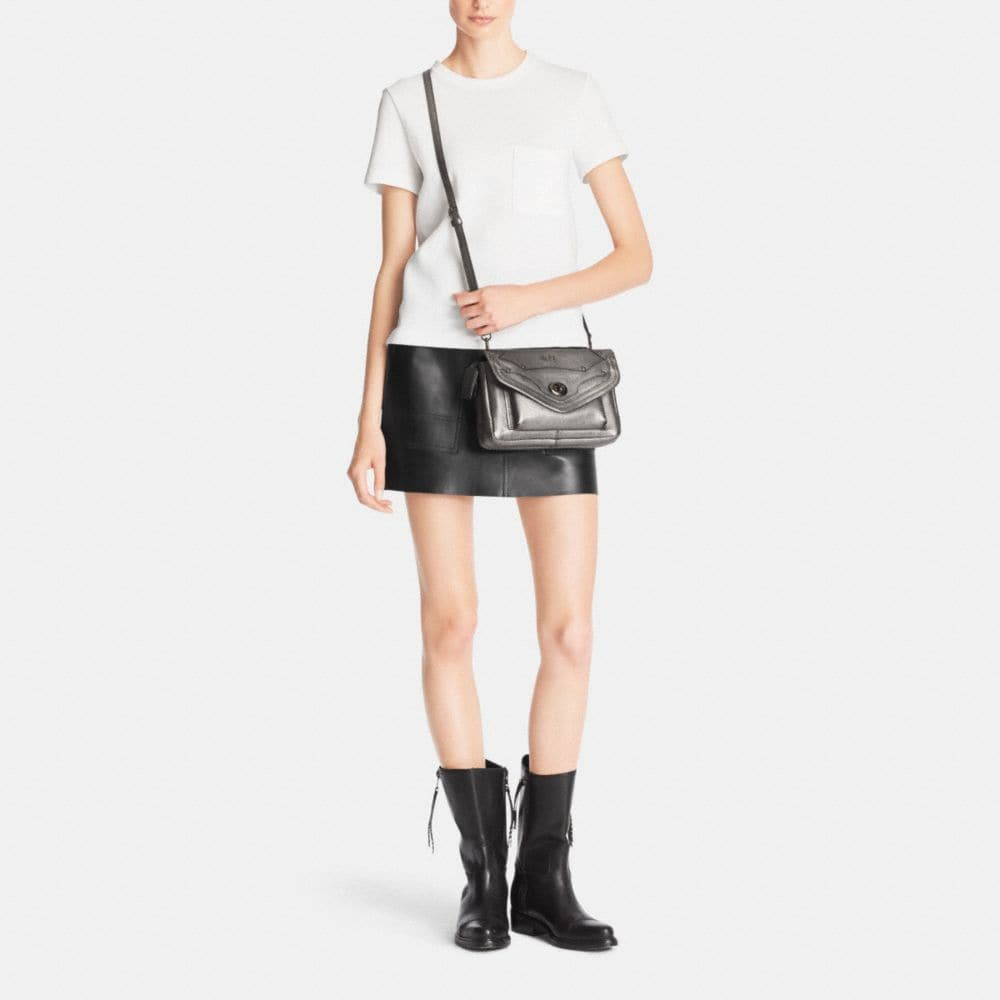 Rhyder Crossbody in Metallic Pebble Leather - Autres affichages M