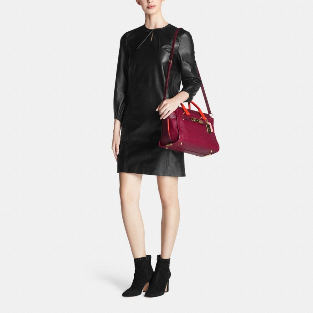 COACH SWAGGER IN COLORBLOCK PEBBLE LEATHER - Autres affichages M1
