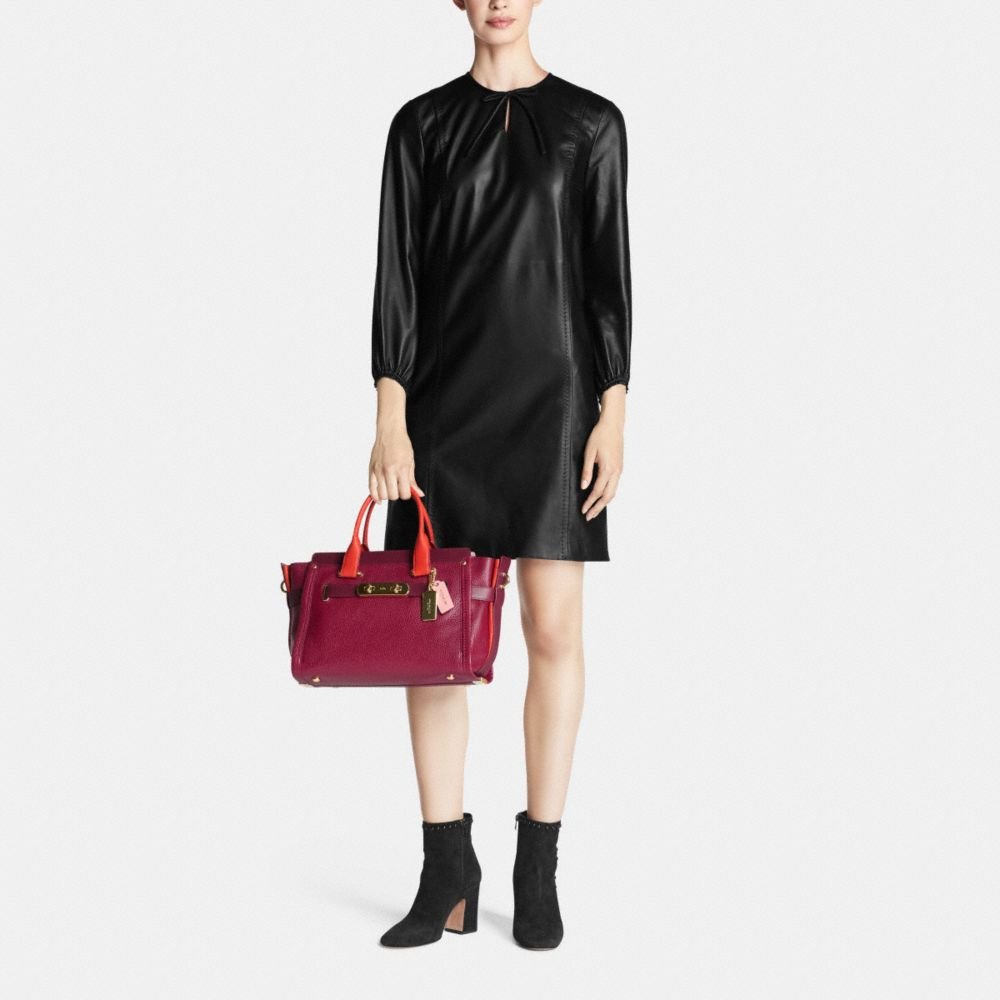 COACH SWAGGER IN COLORBLOCK PEBBLE LEATHER - Autres affichages M2