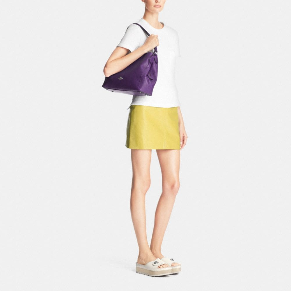 Edie 31 Shoulder Bag in Pebble Leather - Alternate View M