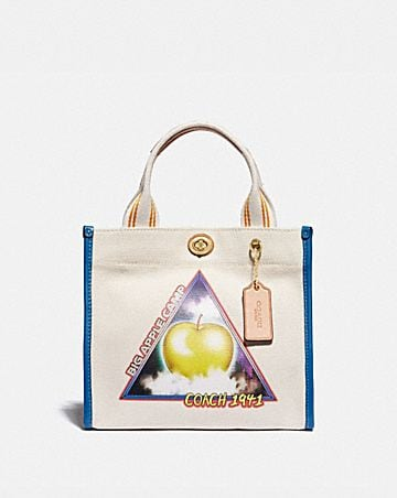 "tote 22 mit ""big apple camp""-print im scifi-look"