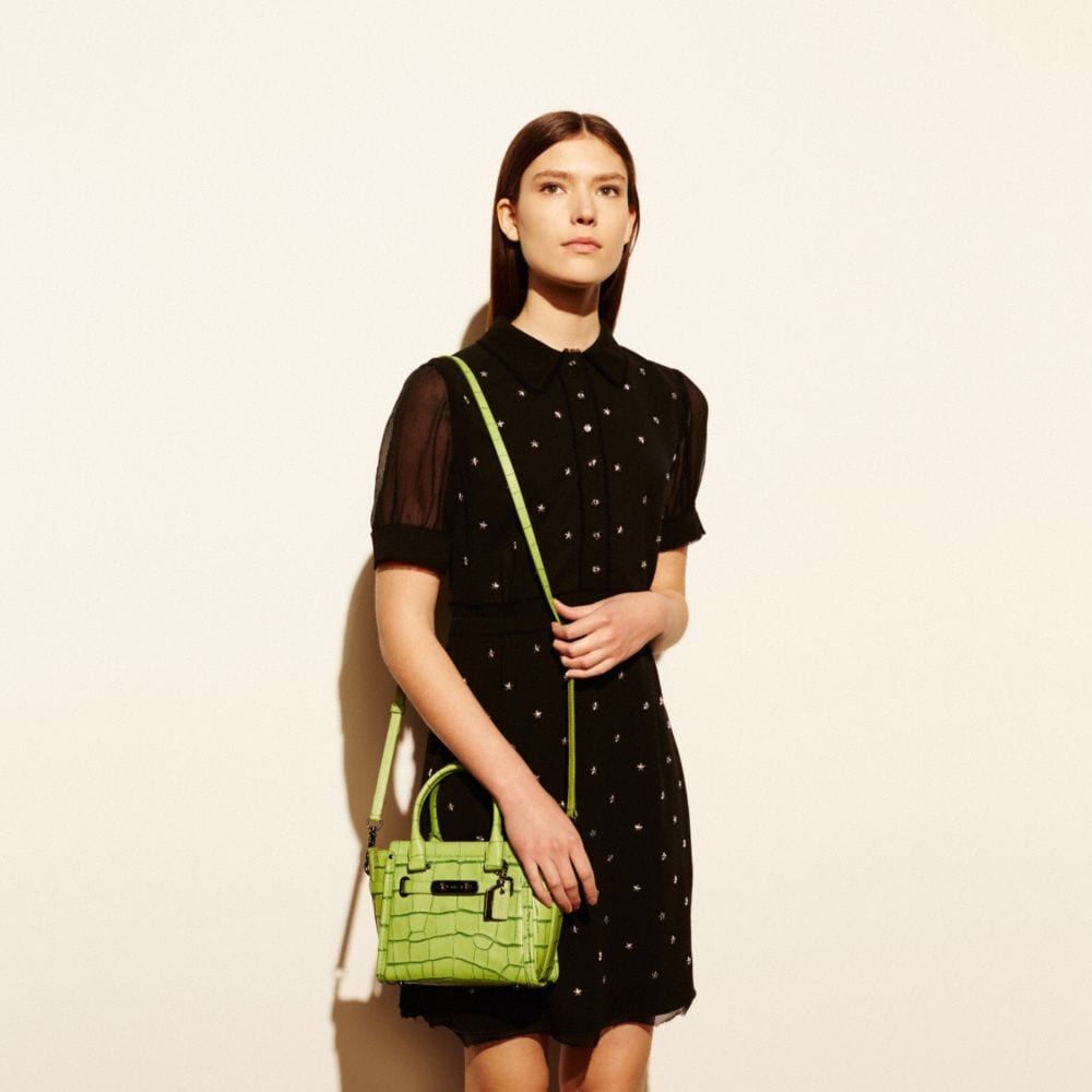 Coach Swagger 21 in Contrast Exotic Embossed Leather - Autres affichages A4