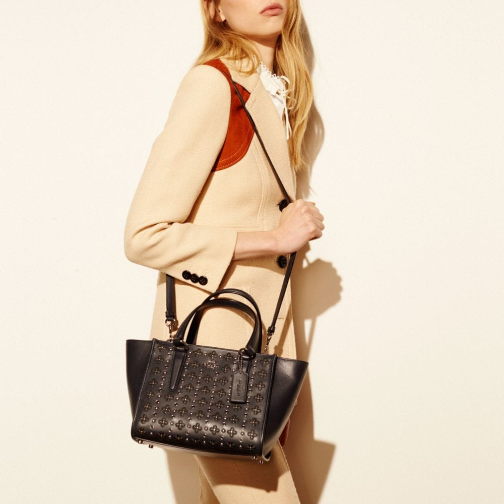 Mini Crosby Carryall in Floral Rivets Leather - Autres affichages A4
