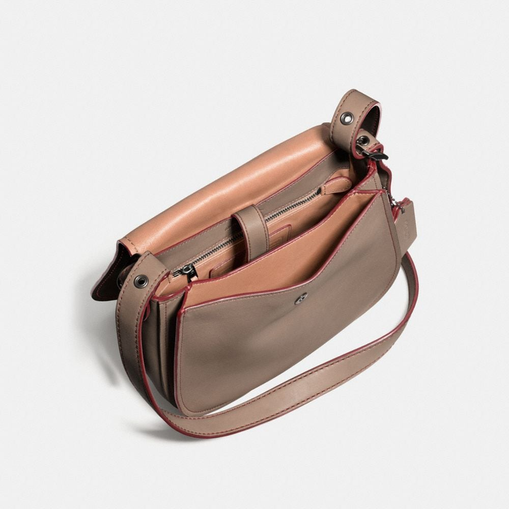 Saddle Bag 23 in Glovetanned Leather - Autres affichages A5