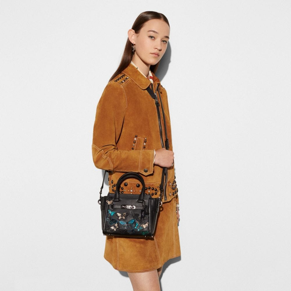 Butterfly Applique Coach Swagger 21 in Glovetanned Leather - Autres affichages A4