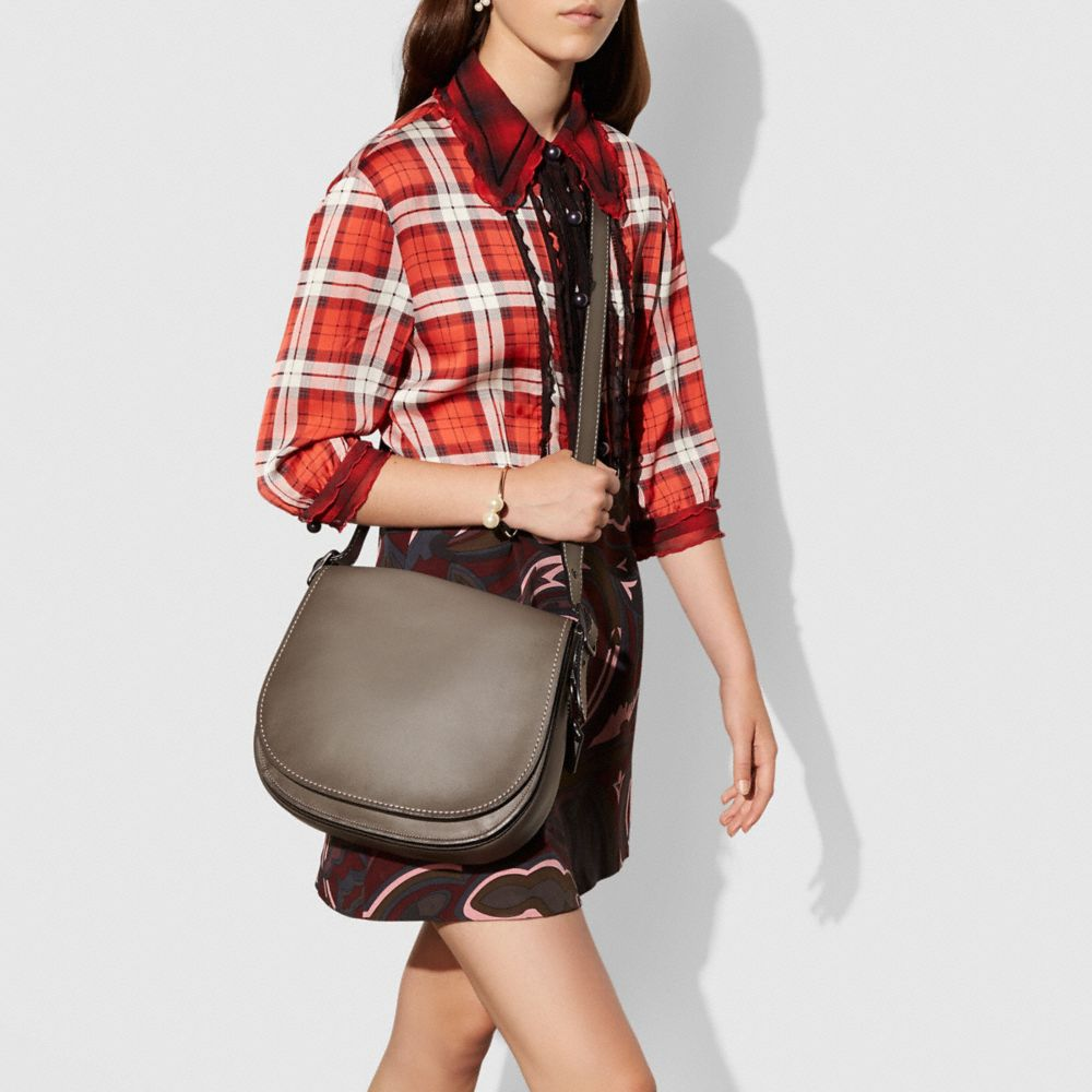 SADDLE BAG IN BURNISHED GLOVETANNED LEATHER - Autres affichages A3