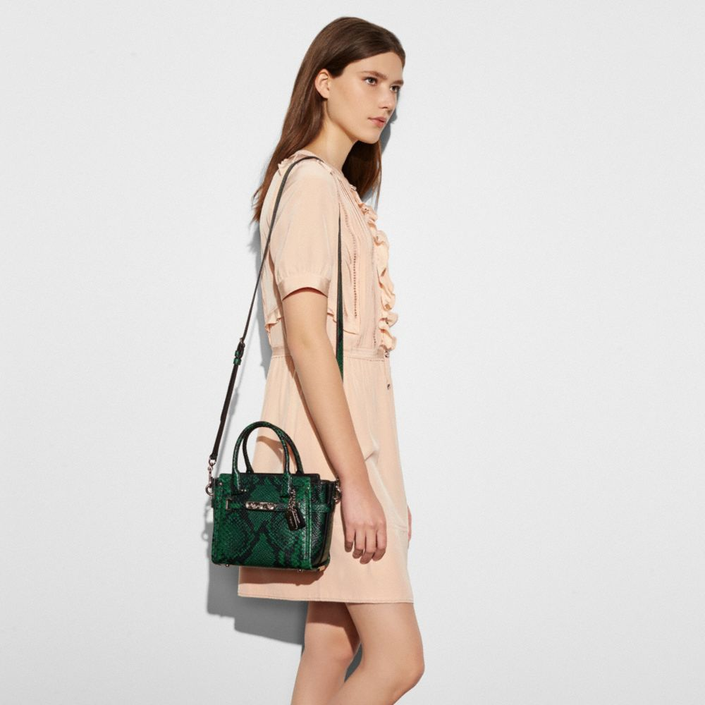 Coach Swagger 21 in Snake-Embossed Leather - Autres affichages A4