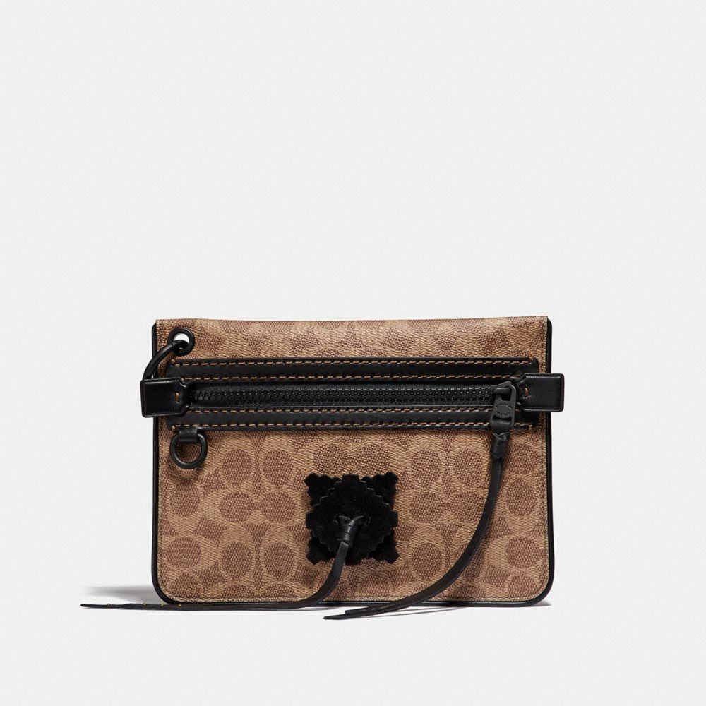 Coach Pouch 22 in Signature Canvas With Whipstitch