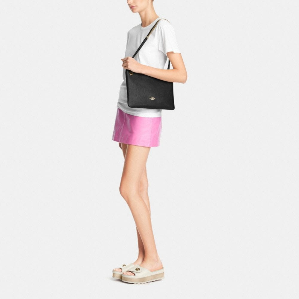 CONVERTIBLE CROSSBODY IN PEBBLE LEATHER - Autres affichages M2
