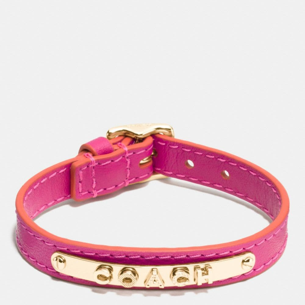 LEATHER BUCKLE COACH PLAQUE BRACELET
