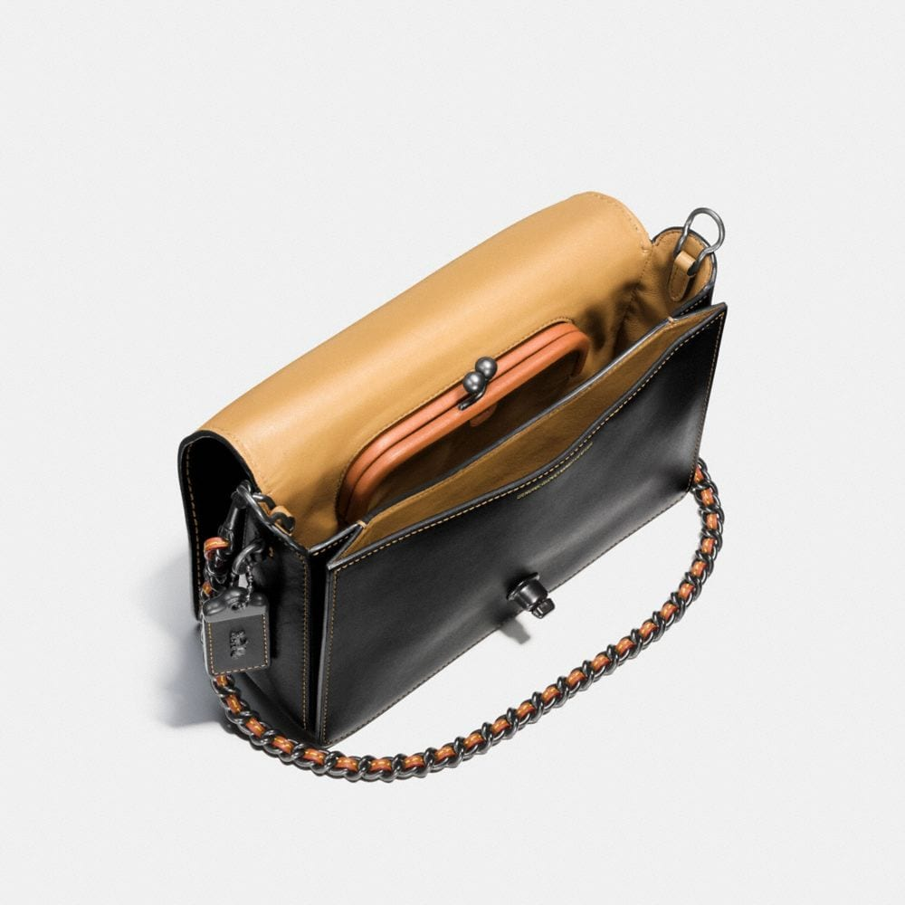 Dinky Crossbody 24 in Glovetanned Leather - Autres affichages A3
