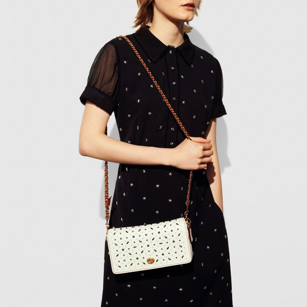 Rivets Dinky Crossbody in Pebble Leather - Autres affichages A4