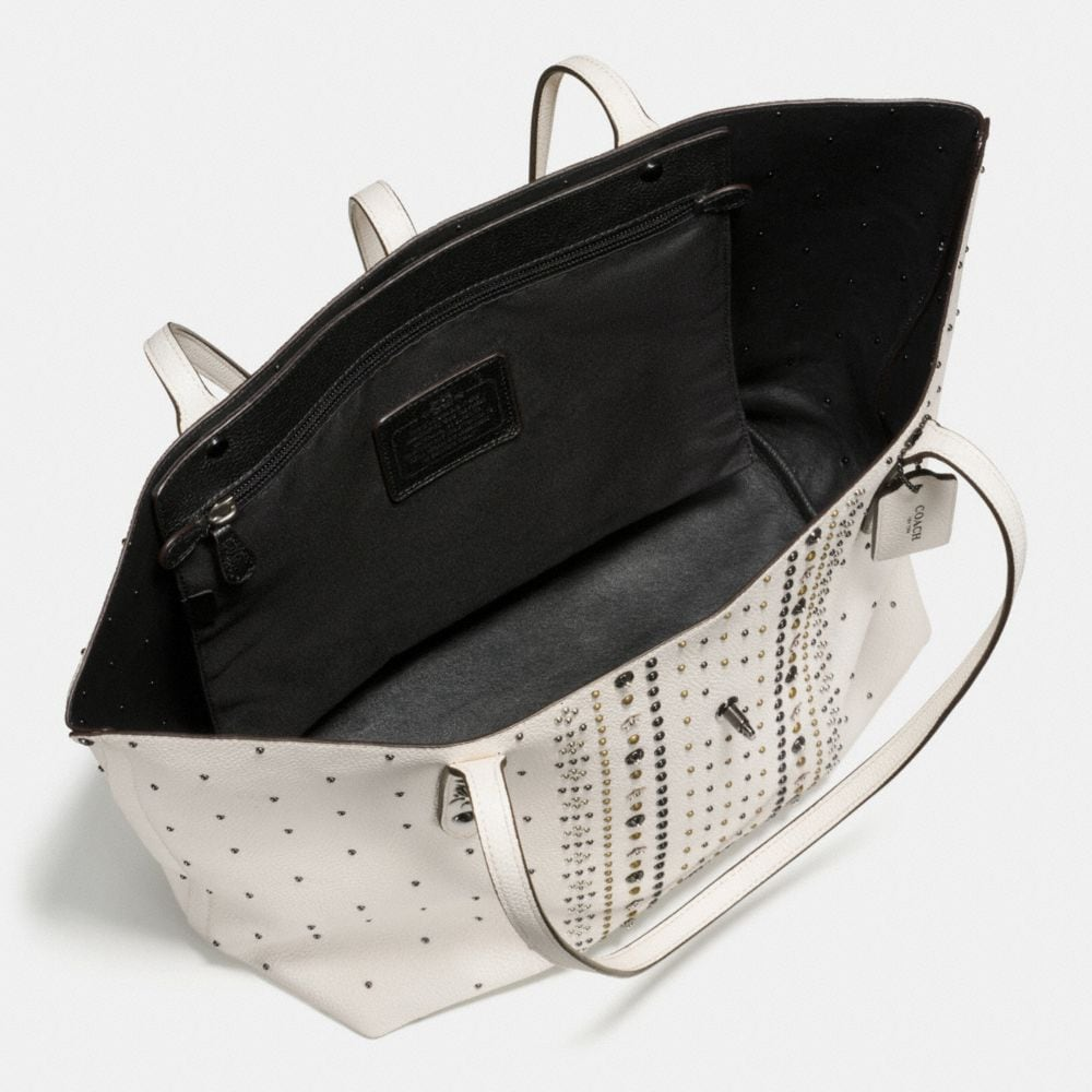 Bandana Rivets Market Tote in Pebble Leather - Alternate View A2