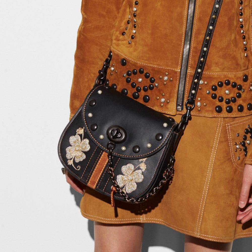 Western Embroidery Turnlock Saddle Bag 23 in Glovetanned Leather - Autres affichages A3