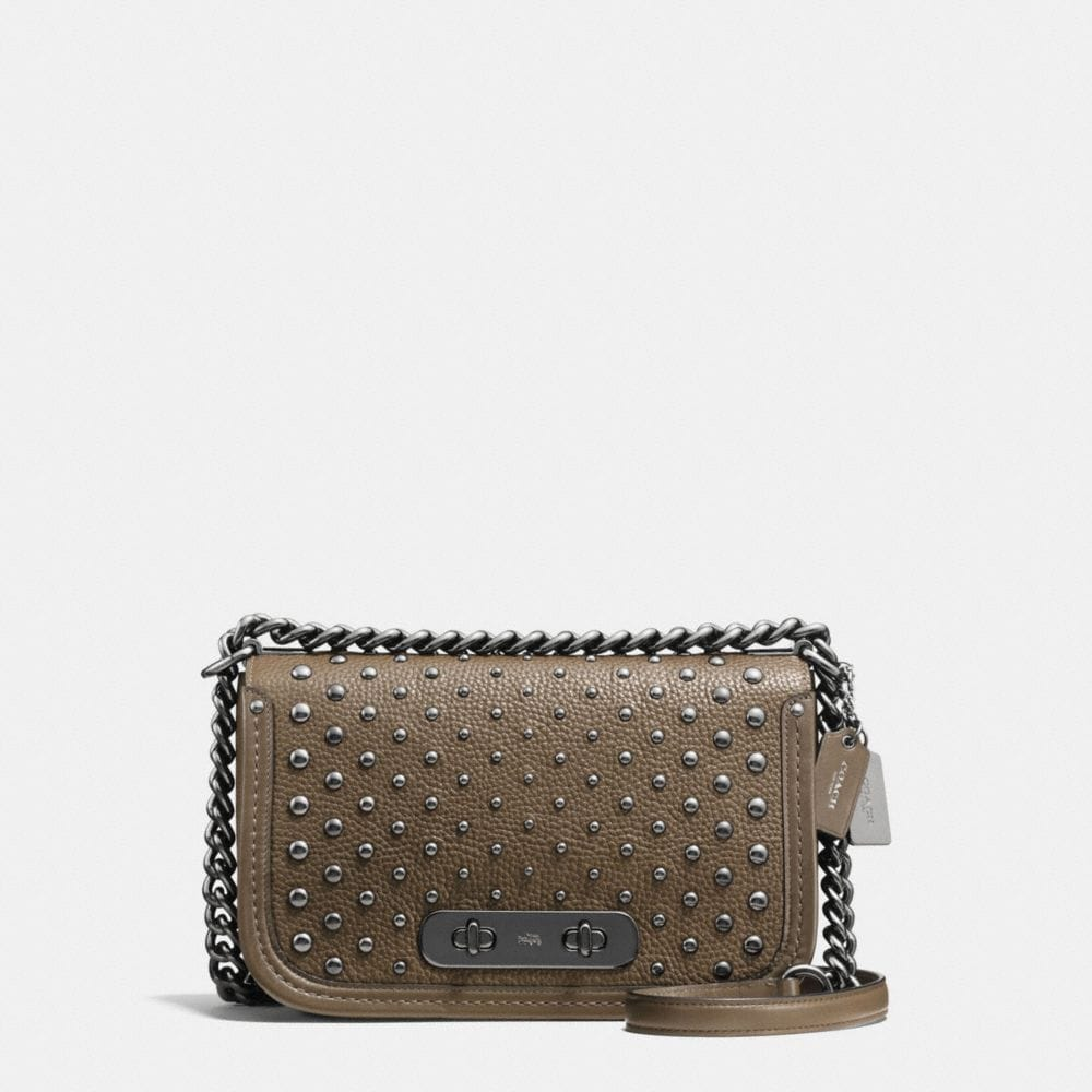 COACH SWAGGER SHOULDER BAG IN PEBBLE LEATHER WITH OMBRE RIVETS
