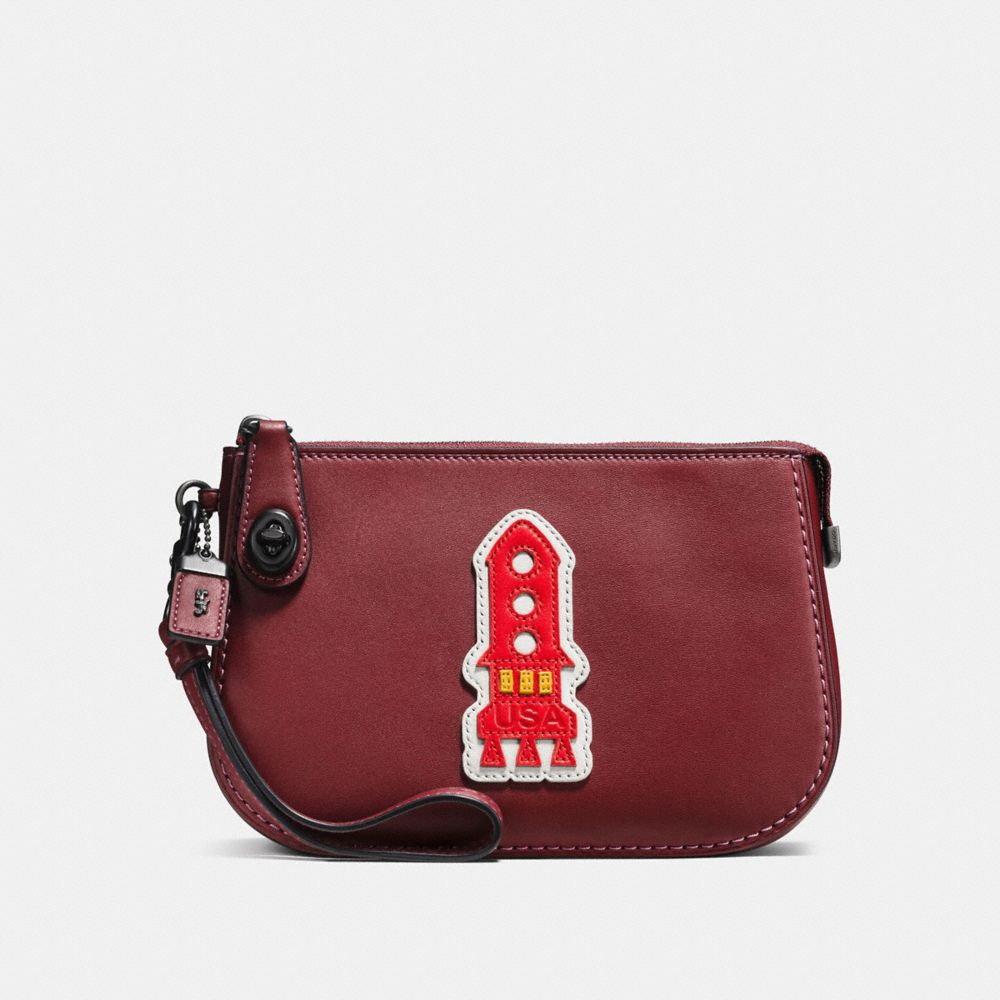 VARSITY PATCHES TURNLOCK POUCH IN GLOVETANNED LEATHER