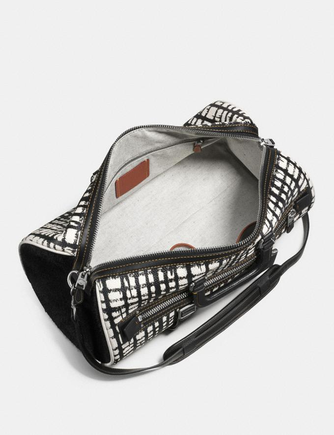 Coach Flag Gym Bag in Wild Plaid Print Pebble Leather Blanco Suave Cuadros REBAJAS PRIVADAS Rebajas para hombre Bolsos Vistas alternativas 2