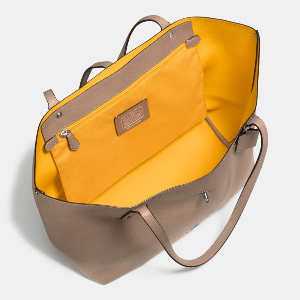 Market Tote in Polished Pebble Leather - Alternate View A3