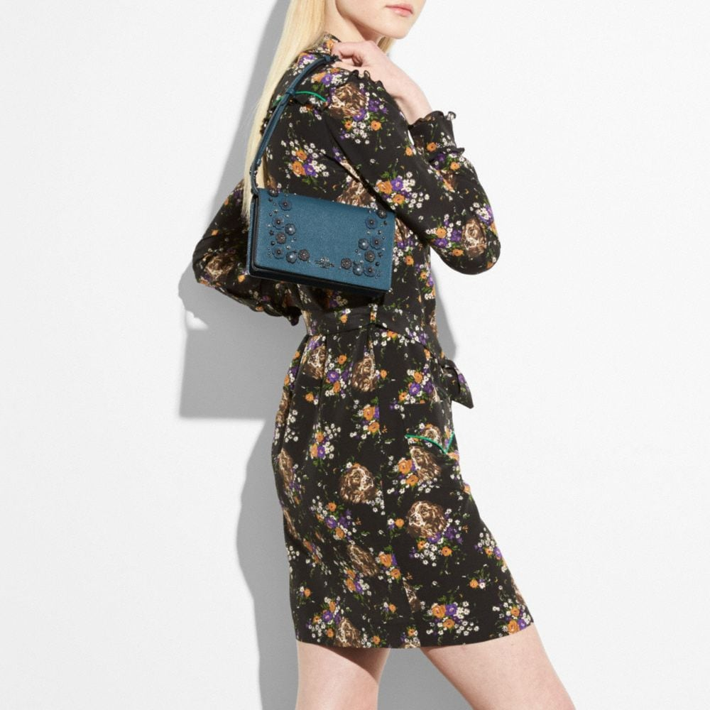 Foldover Crossbody Clutch in Polished Pebble Leather With Willow Floral Detail - Visualizzazione alternativa A4