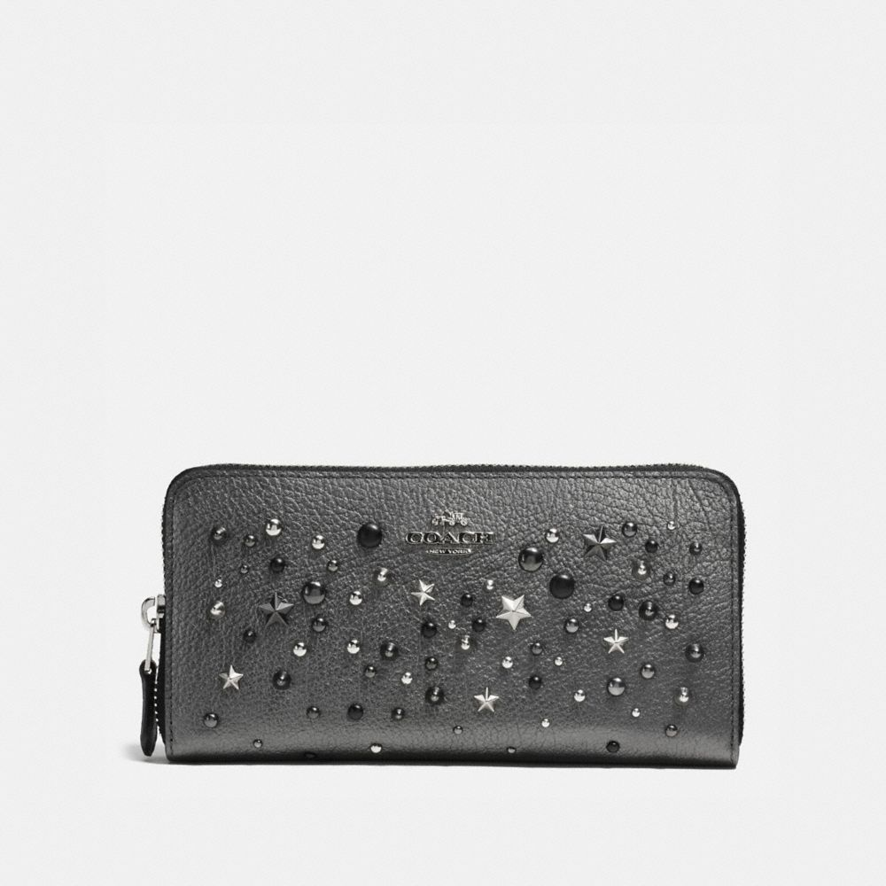 ACCORDION ZIP WALLET IN METALLIC LEATHER WITH STAR RIVETS