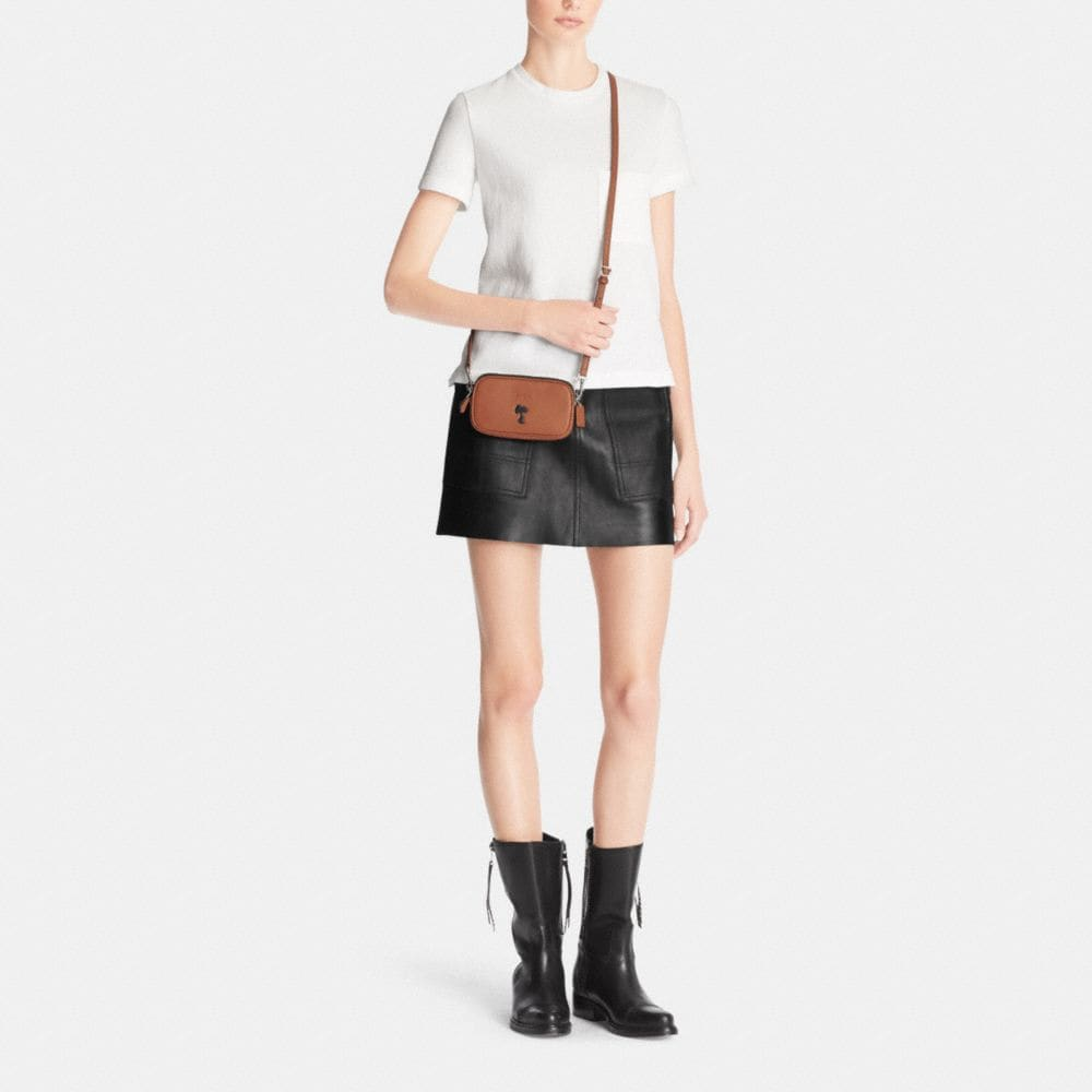 Coach X Peanuts Crossbody Pouch in Leather - Autres affichages M