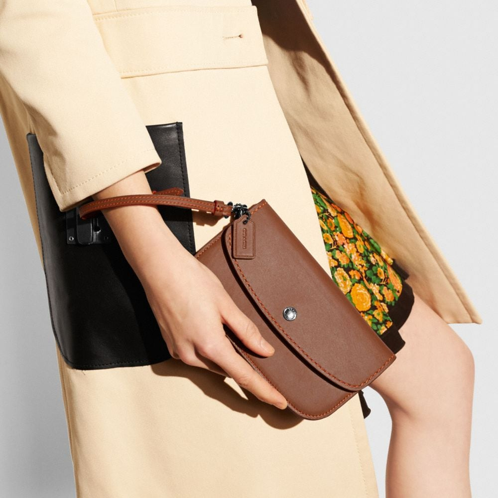 Clutch in Glovetanned Leather - Autres affichages A2