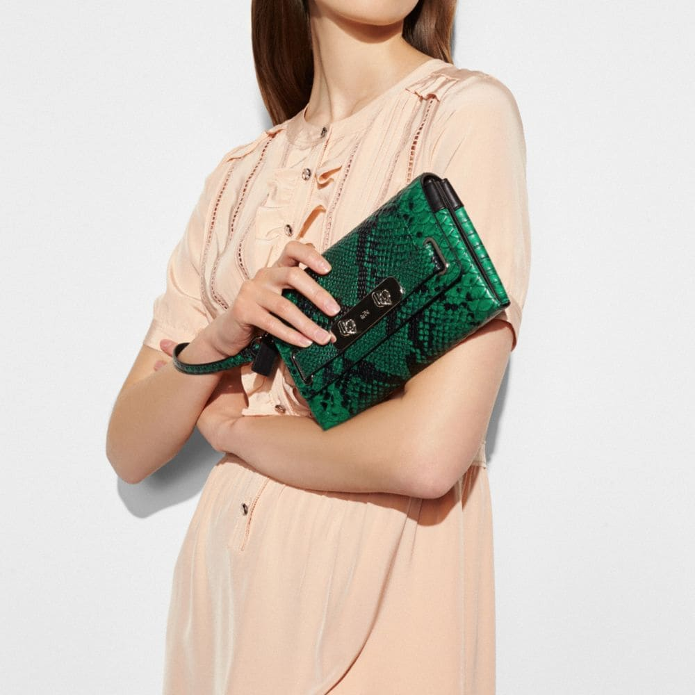 Coach Swagger Clutch in Python Embossed Leather - Autres affichages A2