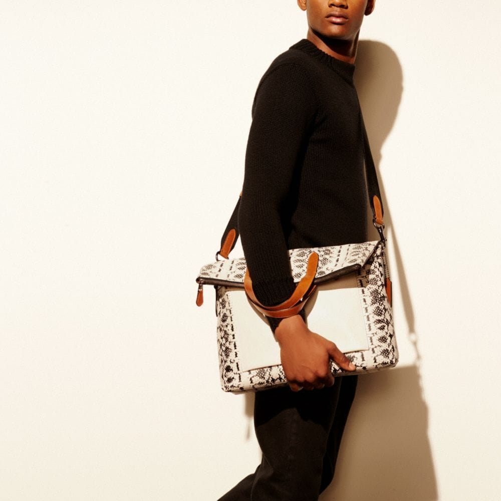 Manhattan Foldover Tote in Printed Sport Calf Leather - Autres affichages A4