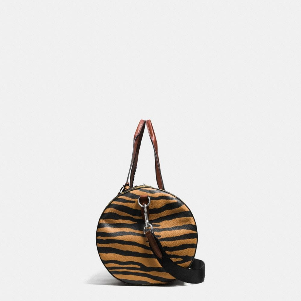 LARGE GYM BAG IN PRINTED PEBBLE LEATHER - Autres affichages A1