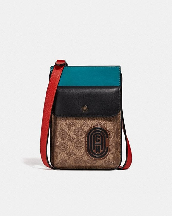 Coach HYBRID POUCH WITH SIGNATURE CANVAS BLOCKING AND COACH PATCH