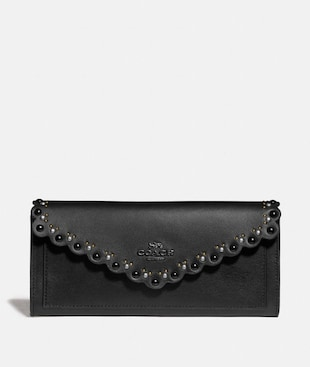 SOFT WALLET WITH SCALLOP RIVETS