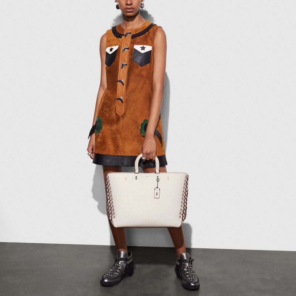 Rogue Tote in Glovetanned Calf Leather With Coach Link Detail - Autres affichages A4