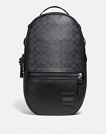 pacer rucksack aus charakteristischem canvas mit coach aufnäher