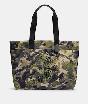 TOTE WITH WATERCOLOR SCRIPT PRINT AND COACH PATCH