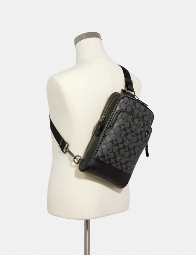 Coach Graham Pack in Signature Canvas Qb/Charcoal/Black DEFAULT_CATEGORY Alternate View 2