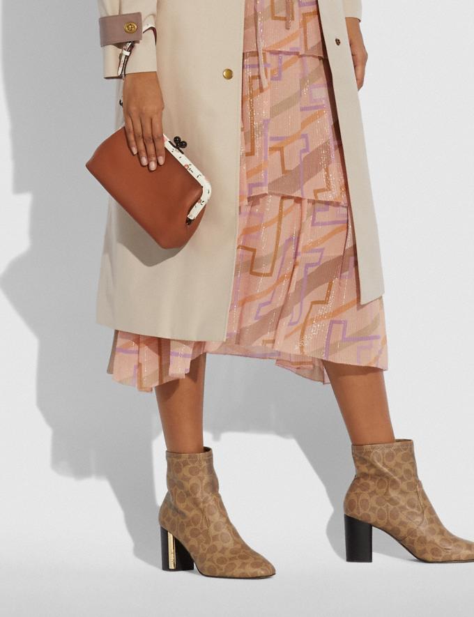 Coach Kisslock Clutch Mit Colourblock-Blumen-Print V5/Sattelbraun Multi Damen Kleine Lederaccessoires Taschen mit Handschlaufe Alternative Ansicht 2