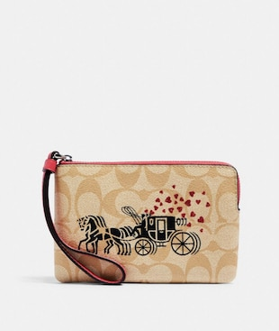 CORNER ZIP WRISTLET IN SIGNATURE CANVAS WITH HORSE AND CARRIAGE HEARTS MOTIF