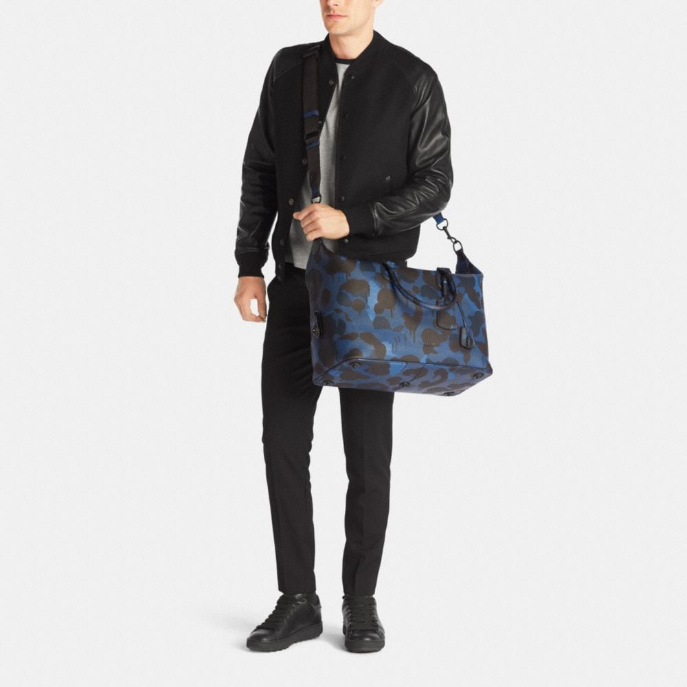 EXPLORER DUFFLE IN PRINTED PEBBLE LEATHER - Alternate View M1