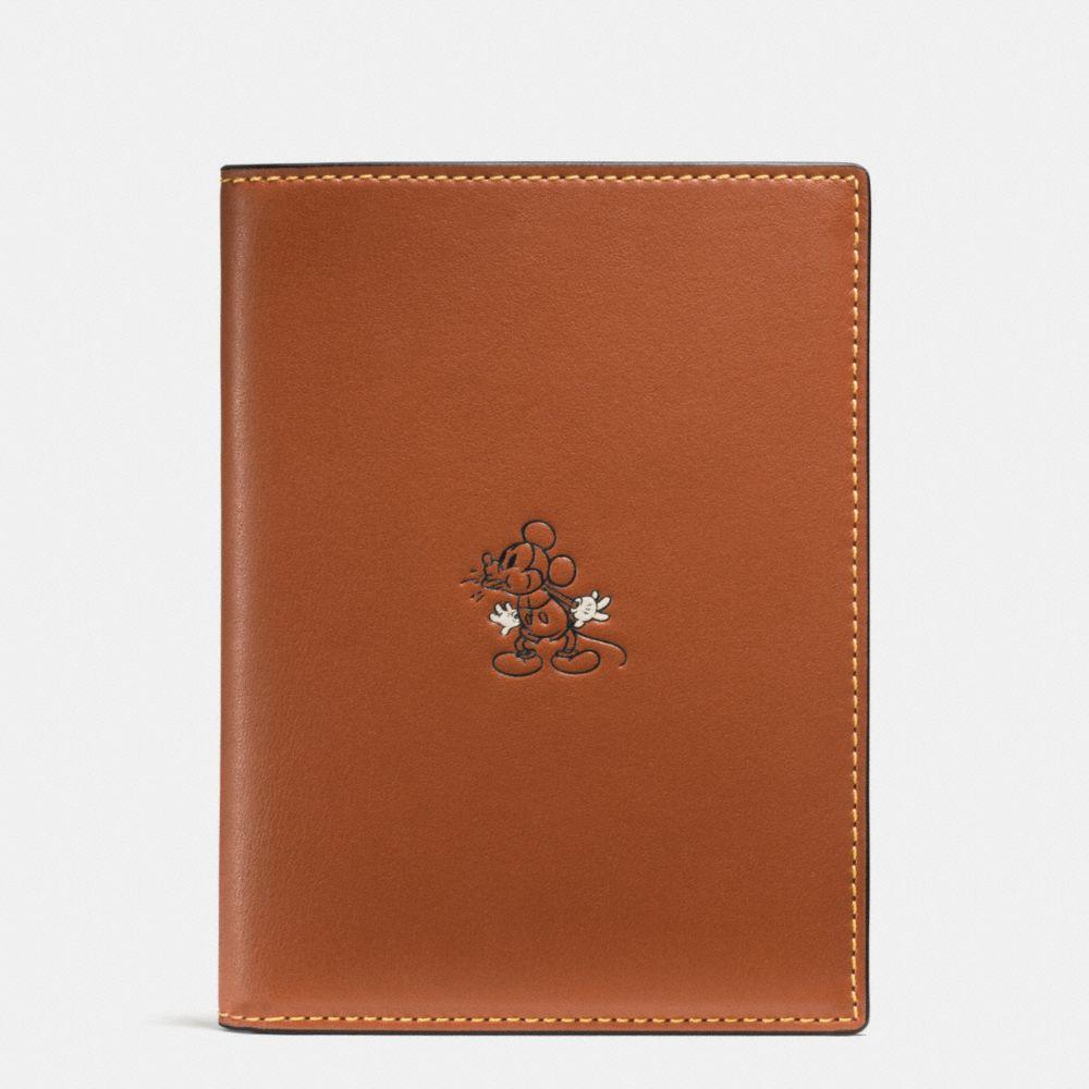 Mickey Passport Case in Glovetanned Leather