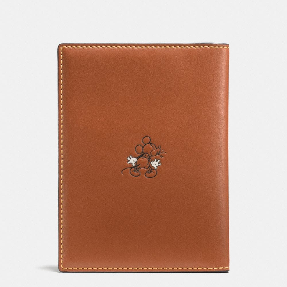 Mickey Passport Case in Glovetanned Leather - Autres affichages A1
