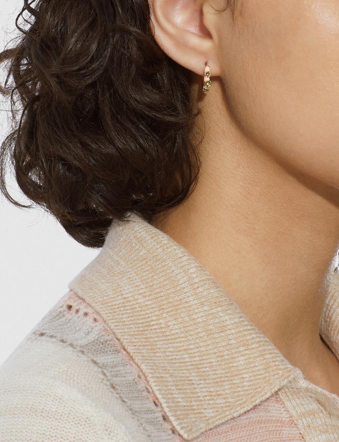 Coach Huggie-Ohrringe Mit Teerosendesign in Rosa Gold/Pink Neu Neuheiten für Damen Accessoires Alternative Ansicht 1