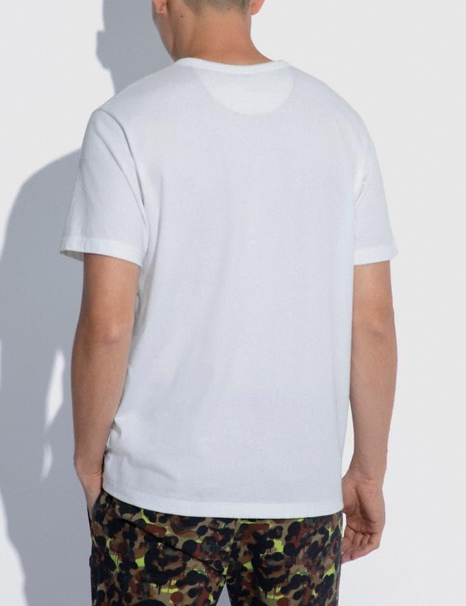 Coach T-Shirt Tinta Unita Con Taschino a Stampa Mimetica in Cotone Biologico Bianco  Visualizzazione alternativa 2